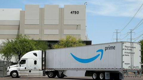 Distribusjon koster, her et trailer fra Amazon ved et lager i Phoenix.