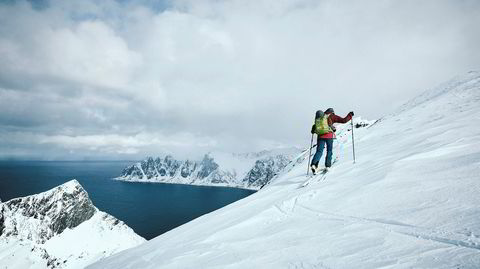 Nord og ned. Toppturseilaser er blitt et lukrativt fenomen i en stadig mer fremoverlent nordnorsk reisenæring. Spydspissen Arctic Haute Route tiltrekker seg alt fra jødiske fiskerøkere fra Brooklyn, via bærumske, beintøffe tenåringsmødre, til folk som har stått på ski ned Mount Everest