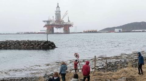 Seadrill-riggen «West Hercules» skal snart slepes til Barentshavet for å lete etter olje for Equinor. Det har fått Greenpeace og Natur og Ungdom til å reagere både med søksmål og direkte aksjoner.