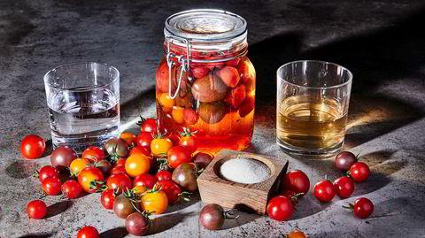 Bevaringsverdig. Sylt tomatene nå, for da kan du fiske frem høstens farger og smaker når novembermørket kommer.