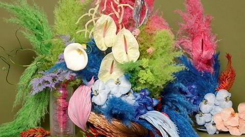 Opp i luften. Blomstergründer Brittany Asch utfordrer den tradisjonelle måten å tenke blomsteroppsats på. – Jeg ønsket å stille disse «lavtrangerte» blomstene i et nytt lys, og det fungerte, sier den New York-bosatte blomsterdekoratøren.
