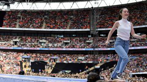 Sigrid stråler foran 80.000 publikummere på Wembley i London under Capital's Summertime Ball i juni. Keyboardist og bandleder Martin Vinje sluttet etter konserten, lei av den svake honoreringen mange livemusikere lider under. Sigrids management har nå besluttet å fikse på lønnsnivået.