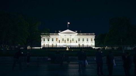 Etterforskes. I Det hvite hus sitter en president som sparket FBI-sjef James Comey fordi han nektet å gi opp «the Russia thing», undersøkelsene for å finne ut om det finnes en sammensvergelse mellom Putin og Donald Trumps rådgivere i valgkampen. Men etterforskningen pågår og kan bli skjebnesvanger for Trump