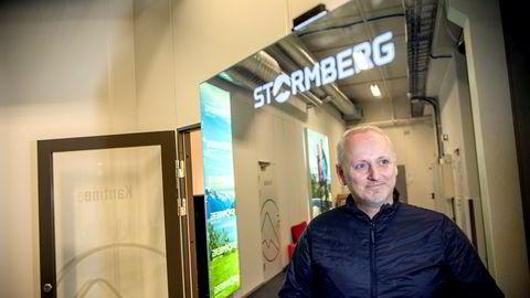 Stormberg-gründer Steinar J. Olsen og et flertall i Etikkinformasjonsutvalget vil påby alle virksomheter å ha åpne fabrikklister slik at forbrukerne får vite hvor varene blir produsert. Det skaper strid.