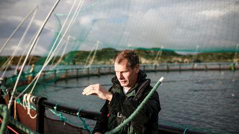 Laksegründer Ola Braanaas sier han vil flytte produksjonen til et annet land dersom norske politikere skulle finne på å forsyne seg med mer av oppdrettsnæringens overskudd.