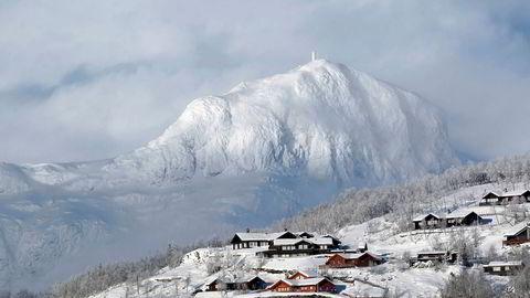 Hyttemeglere til fjells opplever at volumene faller brått, men har likevel tro på hyttemarkedet fremover.