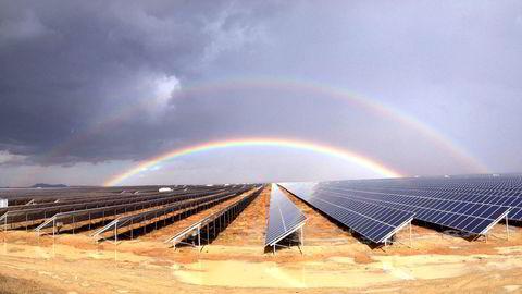 Scatec solpark i Kalkbult i Sør-Afrika, der norske og sørafrikanske forskere skal finne ut hvordan nedstøving av solcellemoduler kan håndteres Foto: Scatec