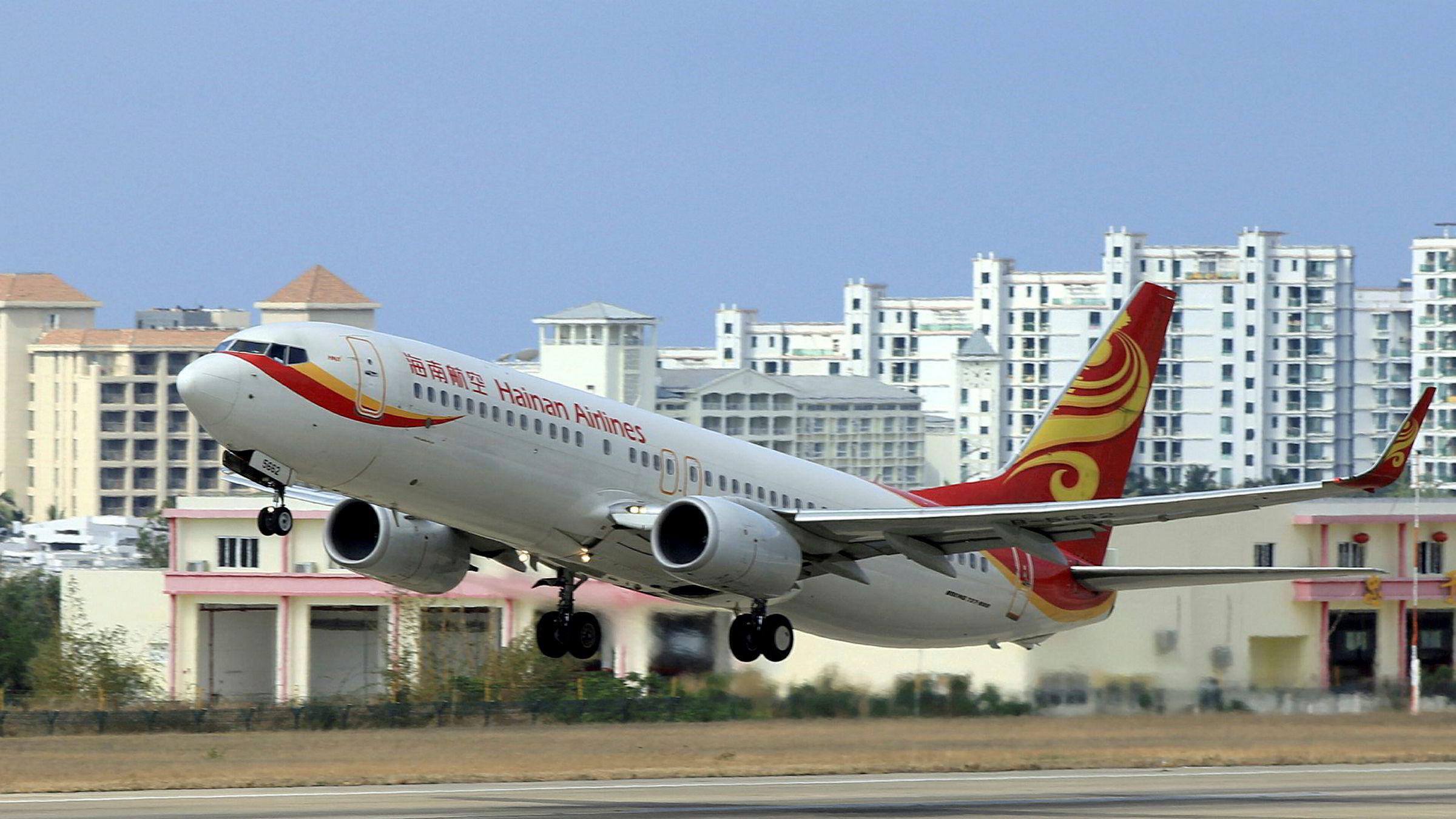 HNA Group startet med et lite flyselskap på Hainan på 1990-tallet. I 2017 er HNA Group et av Kinas største private selskaper, men er neddynget i kostbar gjeld. Selskapet er under etterforskning i flere vestlige land etter oppkjøp.