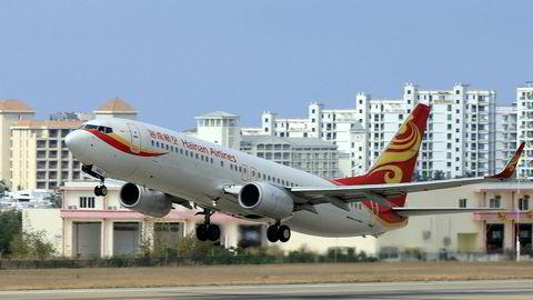 HNA Group startet med et lite flyselskap på Hainan på 1990-tallet. I 2017 er HNA Group et av Kinas største private selskaper, men er neddynget i kostbar gjeld og midt inne i en alvorlig likviditetskrise. Selskapet er under etterforskning i flere vestlige land etter oppkjøp.
