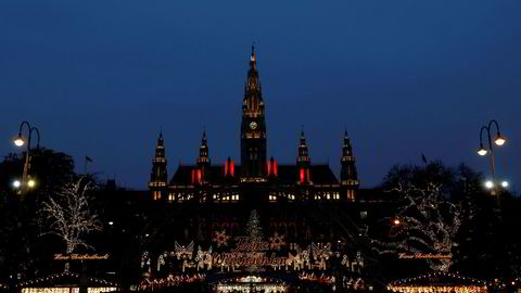 Vi omtaler ofte statsgjeld som trygt. Også i et hundreårsperspektiv? For vel 100 år siden het Østerrike Østerrike-Ungarn. Her: Julemarked foran rådhuset i Wien.
