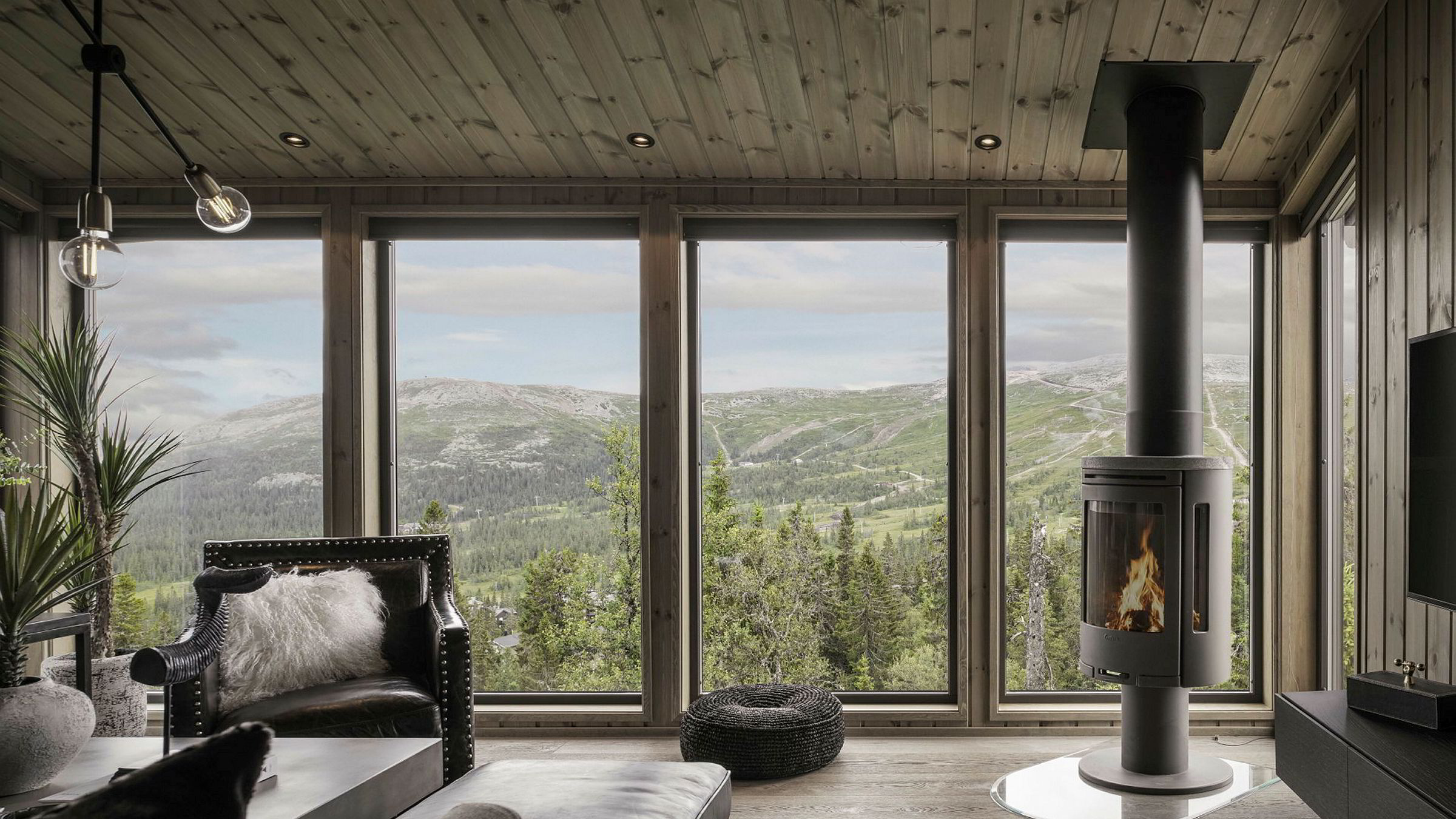 Petter Birkrem i Privatmegleren forteller om bra salg på Trysil. Denne hytta i Fageråsen ble solgt for 8,5 millioner kroner.