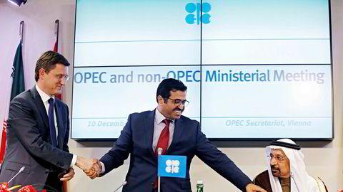 F.v.: Russlands energiminister Alexander Novak, Opec-president og Qatars energiminister Mohammed bin Saleh al-Sada og Saudi-Arabias energiminister Khalid al-Falih avbildet under et Opec-møte i desember 2016.