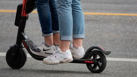 Man er selv ansvarlig for skader man påfører gjenstander eller personer med sparkesykkel. Det bør være obligatorisk med forsikring når man leier elsparkesykkel, mener forsikringsselskap.
