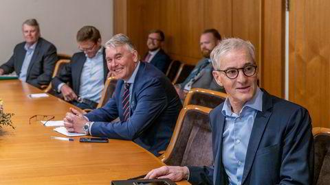 Fra forhandlingene om oljeskatt på Stortinget fredag. Ap-leder Jonas Gahr Støre (foran) sier det nå blir timeout i helgen.