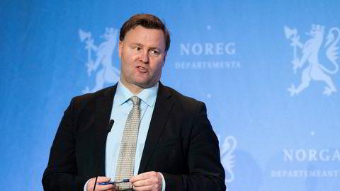 Assisterende helsedirektør Espen Rostrup Nakstad sier det vil ta tid å finne ut om den nye virusvarianten har noe å si for immunitet og vaksiner.