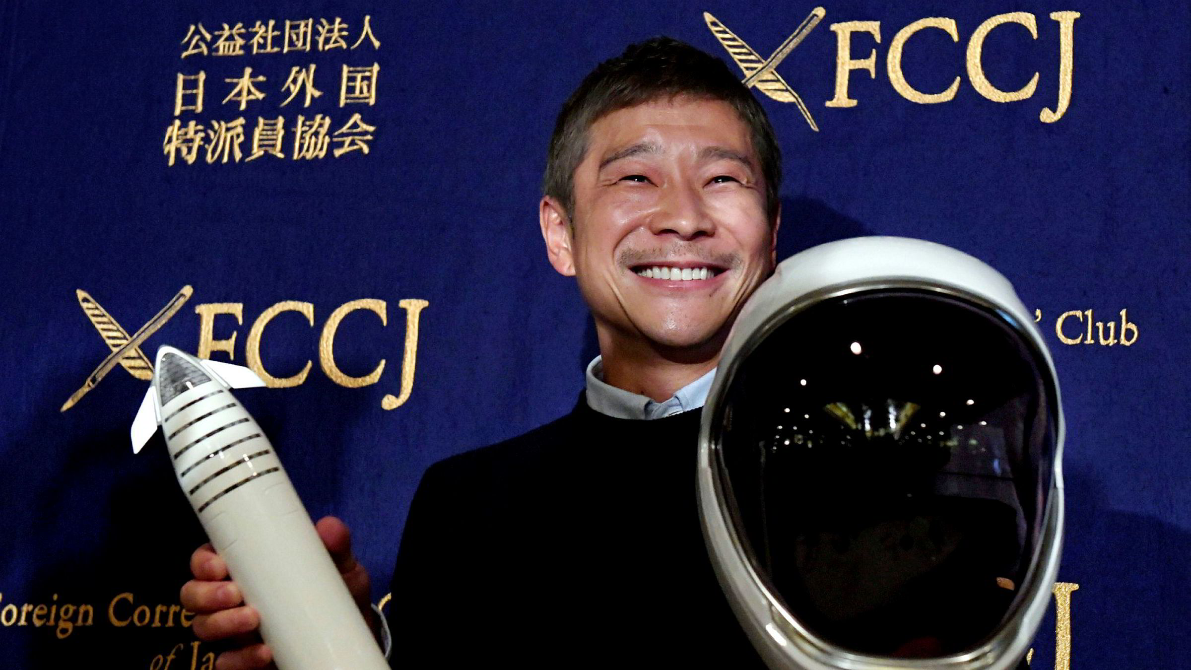 Den japanske milliardæren Yusaku Maezawa, som har tjent seg rik på netthandel, utlyste nylig en annonse der han søker etter en kjæreste som vil fly til månen med han.