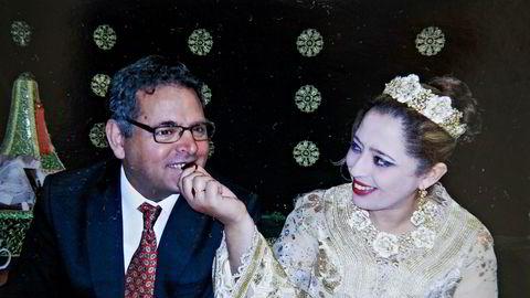 Fatima Zahra Boumaaza ble utestengt på feil grunnlag. Her er hun i bryllupet med ektemannen Reza Bastani.