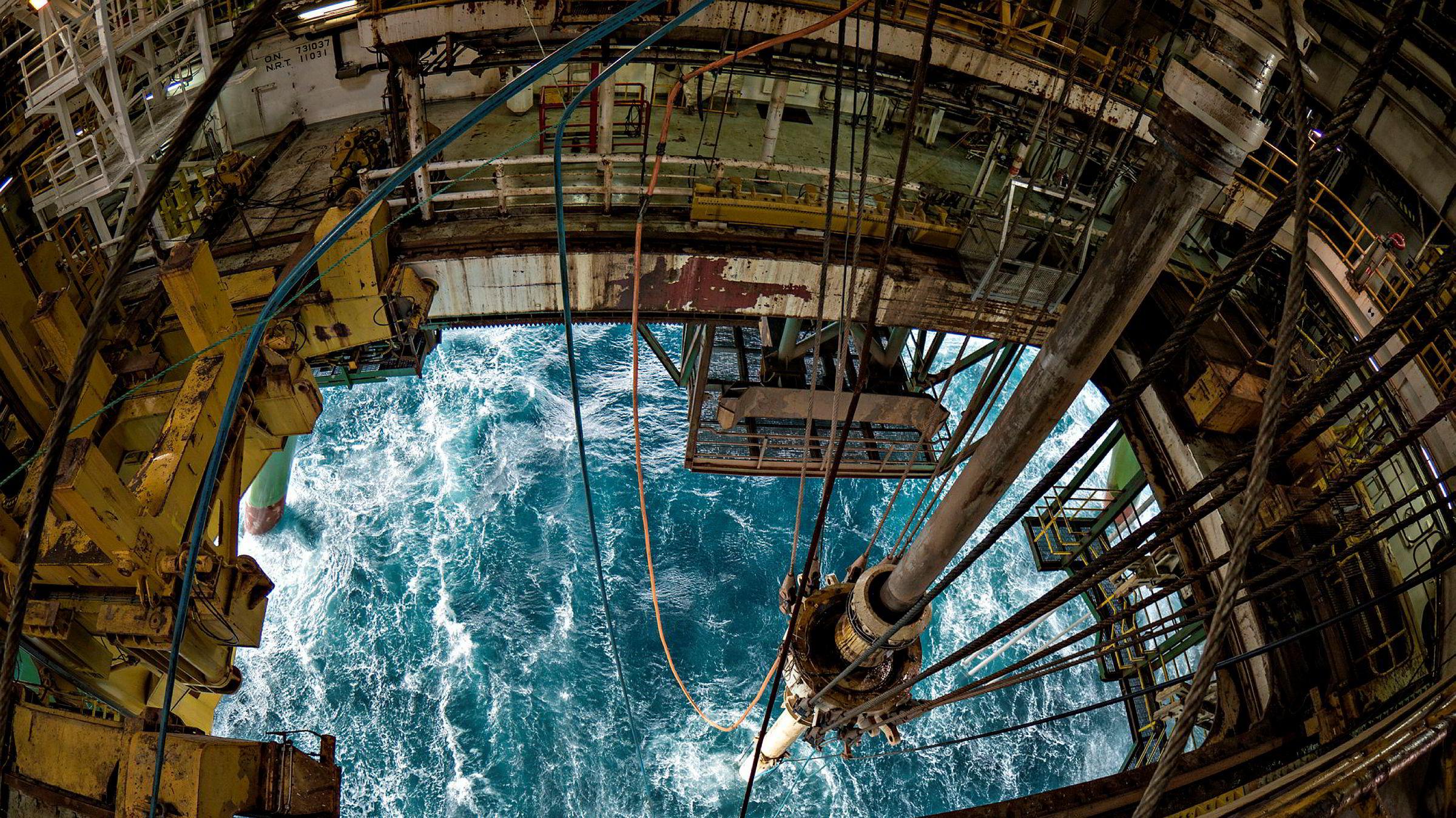 Snart vil ikke bare 93 prosent av oss, men 99 prosent, skape verdier på hundretalls andre måter enn ved olje og gass. Utfasing av olje er ikke mer dramatisk enn som så, skriver artikkelforfatteren. Her fra boreriggen Leiv Eriksson i Barentshavet.