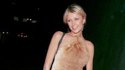 Vill stil. Unge voksne har fått øynene opp for stilen til Britney Spears, Olsen-tvillingene, Gwen Stefani, Paris Hilton og de andre som herjet den røde løperen på det tidlige 2000-tallet. Her er sistnevnte utenfor Las Palmas Club i Hollywood i 2001.