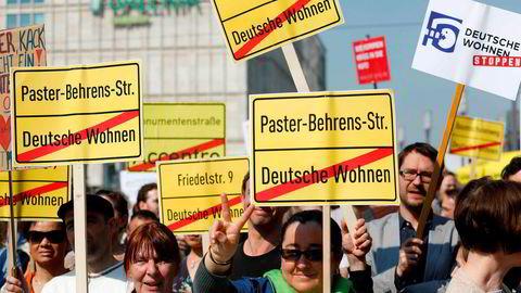 Deutsche Wohnen, som eier cirka 163 000 leiligheter og cirka 2 600 næringseiendommer, lagret personopplysninger om tidligere leietagere uten hjemmel når informasjonen skulle vært slettet. Her fra en tidligere demonstrasjon mot selskapet i Berlin i april.