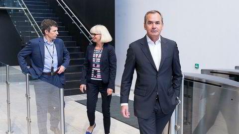 Det Stockholm-noterte, Sveits-baserte oljeselskapet Lundin konsentrerer seg om norsk sokkel, og straffes hardt for borebommen i Barentshavet. Fra venstre konsernsjef Alex Schneiter, norgessjef Kristin Færøvik og styreleder Ian Lundin.