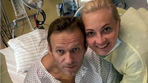 Russland bør slutte med drap og drapsforsøk på vestlige borgere, og egne opposisjonspolitikere, slik som Aleksej Navalnyj som ble forgiftet med nervegiften novitsjok. Her sammen med sin kone Julia.