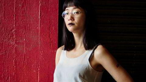 Hva er lyd? Den koreansk-amerikanske kunstneren Christine Sun Kim har gjort seg til herre over lyd – selv om hun ikke kan høre selv. Hennes lydinstallasjoner – stilt ut på Tate, Whitney Museum og Smithsonian – forsøker forstå lyd utover dens akustiske egenskaper.