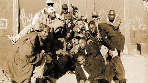 Christopher «The Notorious B.I.G.» Wallace (i midten) i 1991, da han var 19 år og nettopp hadde spilt inn sin første demo. Dj-en Kevin «Hitman 50 Grand» Griffin øverst til høyre.
