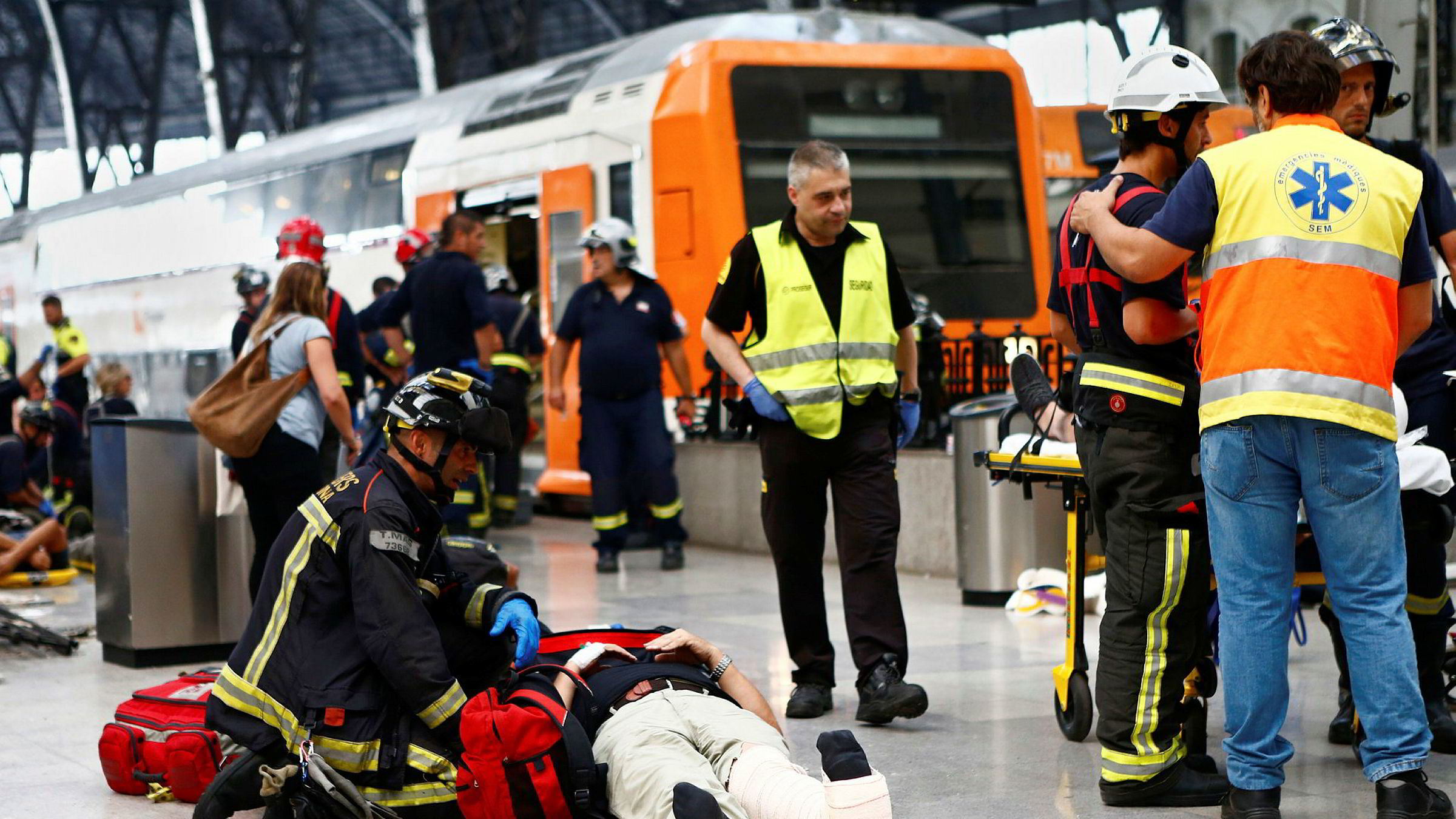 54 mennesker er skadet etter togulykket i Barcelona fredag morgen.