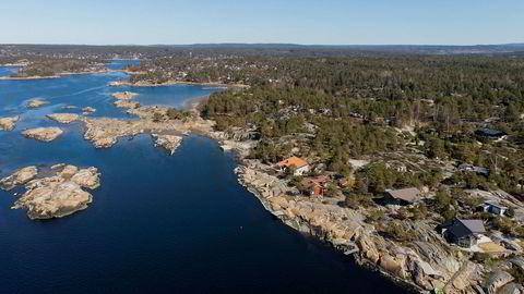 Hytteområdet på Grimsøy ved Skjeberg har blankskurte svaberg og vid utsikt til Hvaler og Koster-øyene i Sverige.
