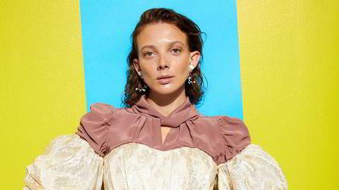 Bluse: Frankremme,  jeans: Tom Wood, korsett: H&M Exclusive, øredobber: H&M ExclusiveHår: Lene Skaug, make-up: Sara Schultz,  stylingassistent: Adam Manthey Steen