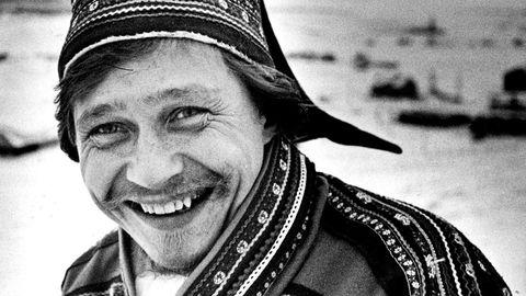 Ikon. Kurator Geir Tore Holm vokste opp i bygda i Kåfjord hvor Valkeapää ble begravet. – Den dagen Áillohaš ble begravet, fortalte foreldrene mine at det hadde vært en helt spesiell dag i Manndalen. Til og med himmelen endret farge, sier han.