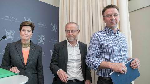 Forhandlingsleder Leif Forsell syns Landbruks- og matdepartementet har strukket seg langt i sitt tilbud til bøndene i årets jordbruksoppgjør. Det er ikke Merete Furuberg, leder i Norsk Bonde- og Småbrukarlag og Lars Petter Bartnes i Norges Bondelag enig i.