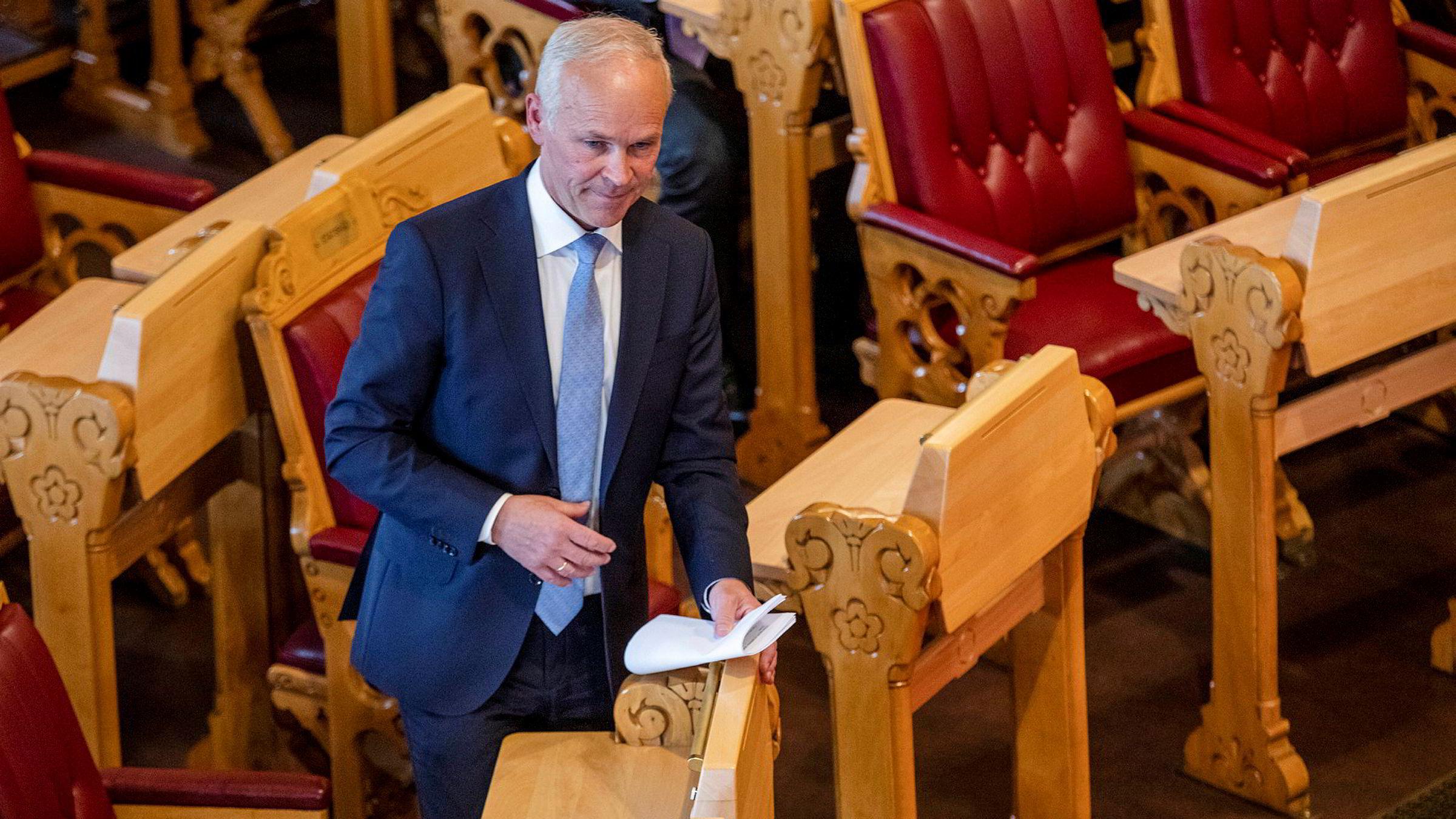 Finansminister Jan Tore Sanner la tirsdag formiddag frem revidert nasjonalbudsjett i Stortinget.