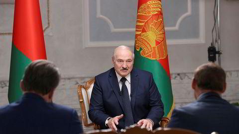 Hviterusslands president Aleksandr Lukasjenko intervjues av russiske medier.