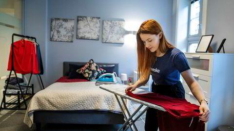 Jolanta Markowska (22) beskriver tiden sin som arbeidstager i det svarte markedet som de verste i livet sitt. Nå er hun ansatt i renholdsselskapet Freska. Her fra et øvingsrom i Freskas lokaler i Oslo.