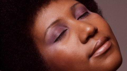 Arethas drømmereise. Etter å ha blitt forlatt av moren, ble hun mor selv i en alder av 12. Det stanset ikke Aretha Franklin fra å bli en genierklært artist.