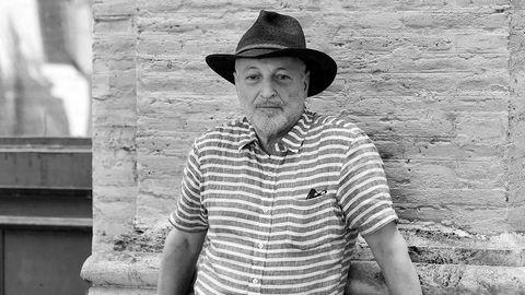 Ikke fordømmende. Den egyptiske forfatteren André Aciman skriver bøker for komme til bunns i hva vi begjærer i mennesker, uten å løfte den moraliserende pekefingeren. I «Finn meg», oppfølgeren til kassasuksessen «Og ditt navn er mitt», utforsker Aciman kjærlighet mellom gammel og ung.