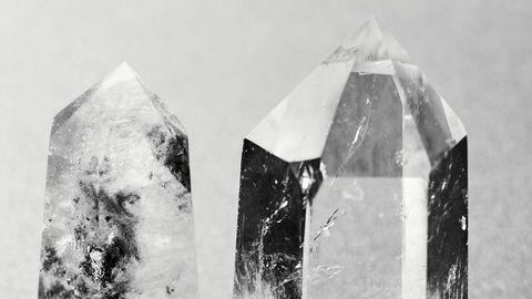 Kjendisappell. Norske og internasjonale kjendiser som Kim Kardashian, Gwyneth Paltrow og Camilla Pihl bruker steiner som bergkrystall, citrin og akvamarin aktivt.