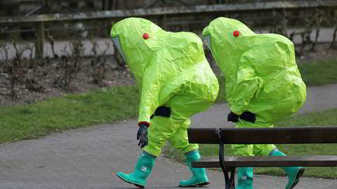 Teknikerne som har etterforsket giftangrepet i Salisbury i England har måttet pakke seg godt inn for å unngå at de utsettes for den farlige nervegiften.