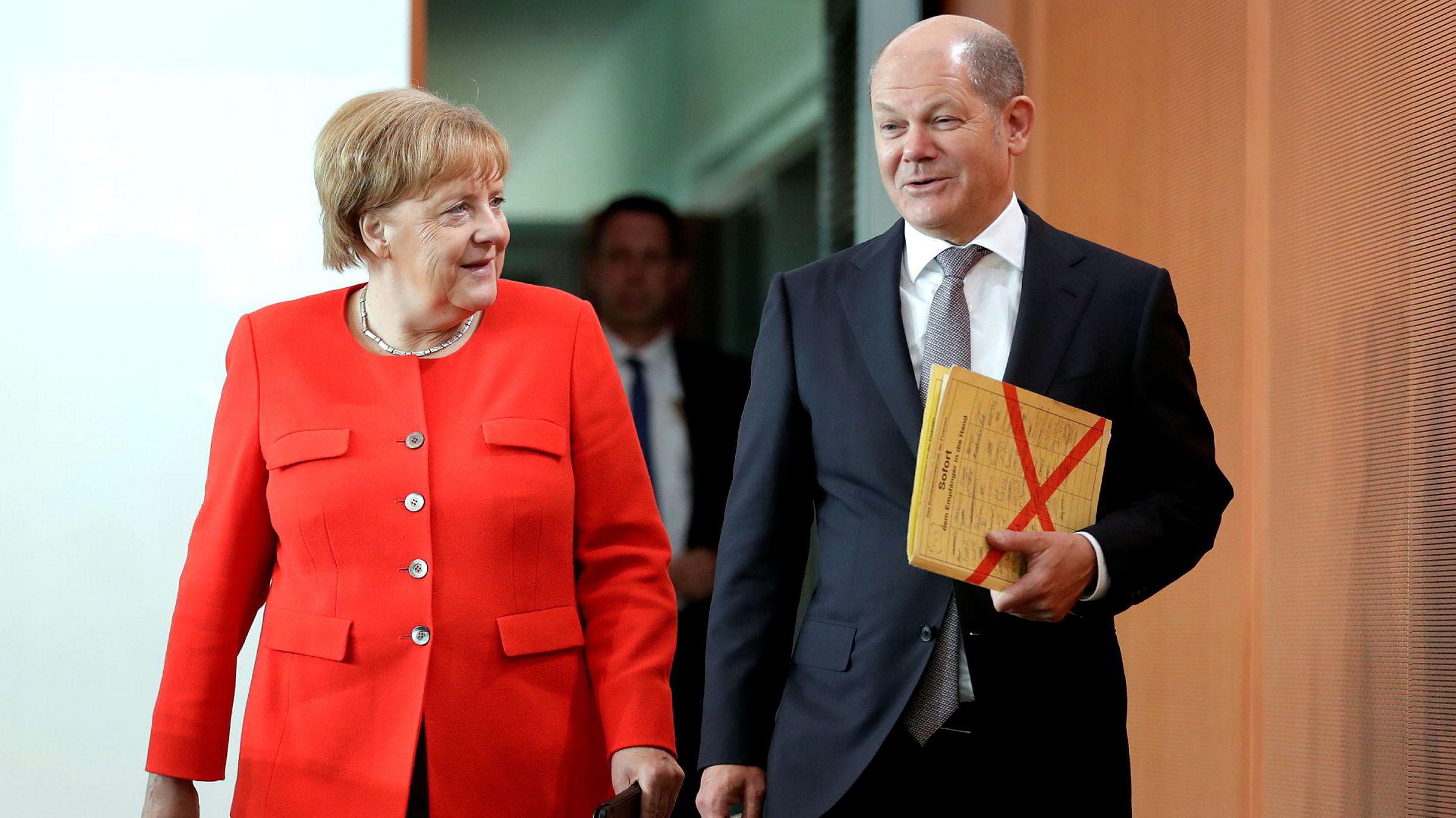 Tysklands finansminister Olaf Scholz vil styrke eurosamarbeidet. Her med forbundskansler Angela Merkel på et regjeringsmøte i Berlin denne uken.