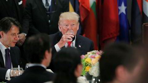 USAs president Donald Trump har truet Frankrike med ytterligere tariffer, blant annet på vin, champagne og ost. Her drikker han Cola Light under en FN-samling i september.