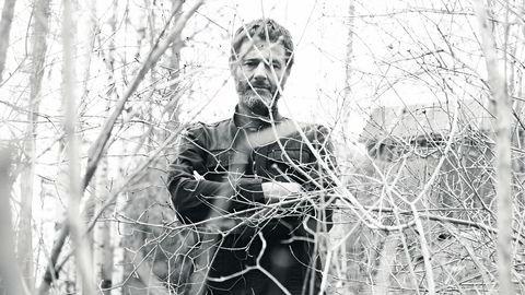 Kunst og musikk. Wilhelm Sasnal har alltid vært musikkinteressert og verdsetter at han kan lytte – til så vel det klassiske som det nye – når han maler. – Men jeg kommer fra rock'n'roll, og det er det jeg lytter mest til, sier kunstneren, som for tiden har Marcel Prousts «På sporet av den tapte tid» på lydbok som jobbakkompagnement