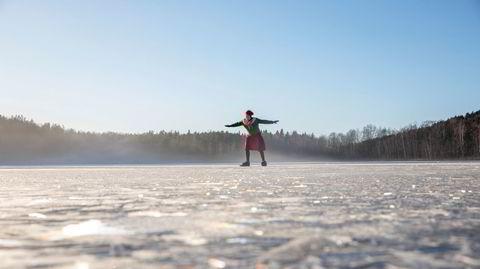 Ull på Dælivann. I pent vær er Ingun Klepp opptatt av å ikke bruke sine mest tekniske plagg. På tur i nærområdet holder det med ull, så lenge en vindtett anorakk ligger på lur.