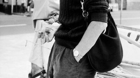 Ikon. Den irske forfatteren, dramatikeren og nobelprisvinneren Samuel Beckett var alltid elegant kledd – så også som 65-åring. Her med en liten Gucci-bag i gatene i Santa Margherita Ligure i Italia i 1971.