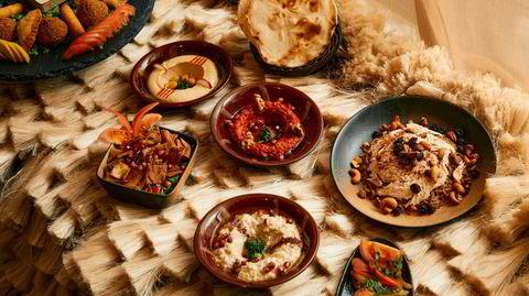 Et libanesisk måltid er syrlig, salt, fett og friskt på samme tid, med kombinasjonen av grillet kjøtt, risretter og meze – småretter.